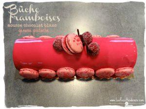 Bûche framboises cœur chocolat blanc, génoise pistache