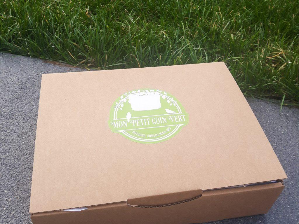 Bienvenue chez vero - Mon petit coin vert - une box pour débuter en jardinage bio - Box fermée