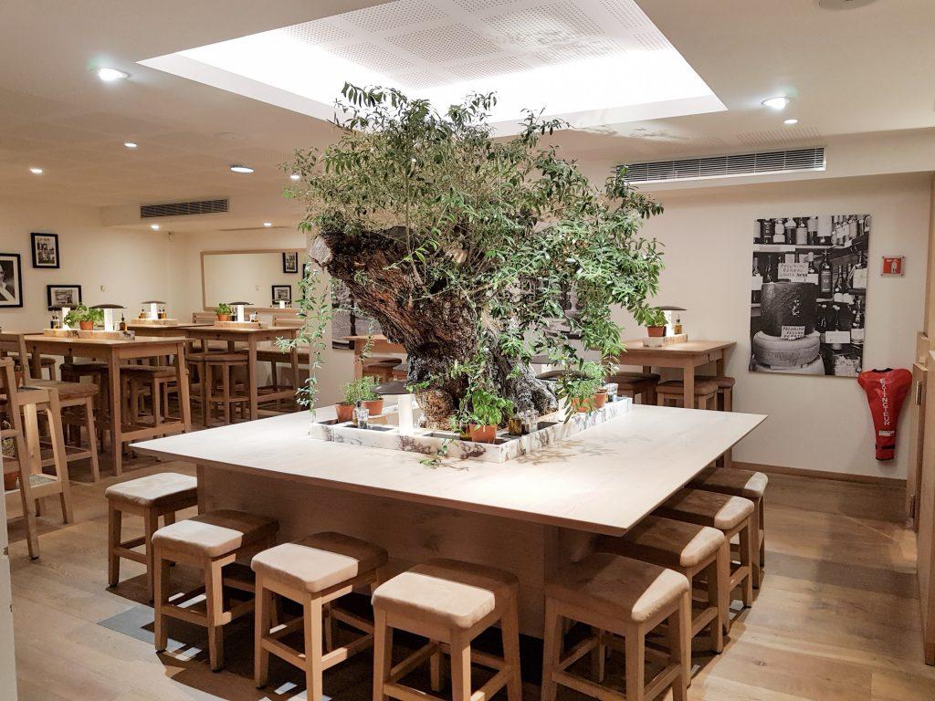 Bienvenue chez Vero - Chez vapiano Metz on mange aussi végétarien - Grande table carrée - Olivier