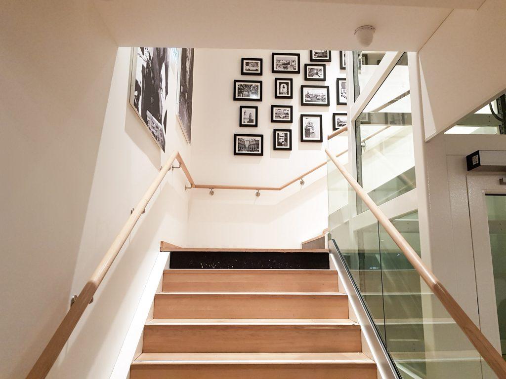 Bienvenue chez Vero - Chez vapiano Metz on mange aussi végétarien - montée d'escalier