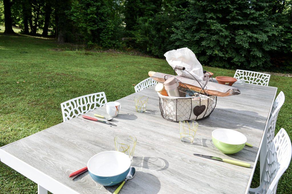 Bienvenue chez Vro - Mon week-end slowmoov aux roulottes de la Champagne - petit déj table