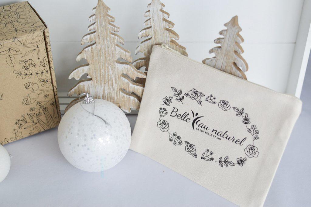 Place à la Féérie de Noel avec la box Belle au Naturel - Bienvenue chez Vero - Trousse de maquillage en coton bio