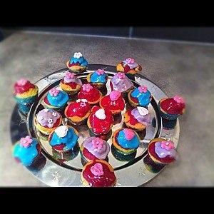 Bienvenue chez Vero - Cupcakes arc-en-ciel