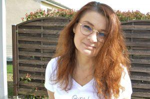 Des cheveux Lisses ou bouclés avec un seul appareil - cheveux séchés à l'air libre - Bienvenue Chez Vero
