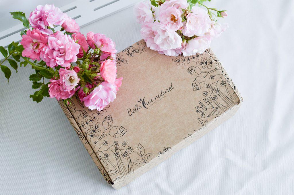Du bonheur ensoleillé dans la Box de juillet de Belle au naturel - Box fermée - Bienvenue chez Vero