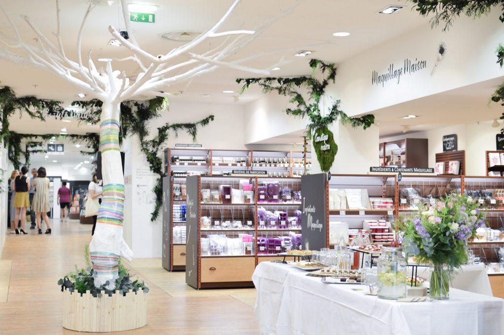 Nouveau à Metz - Une boutique Aroma Zone - Vue du magasin avec l'arbre blanc - Bienvenue chez Véro (16)