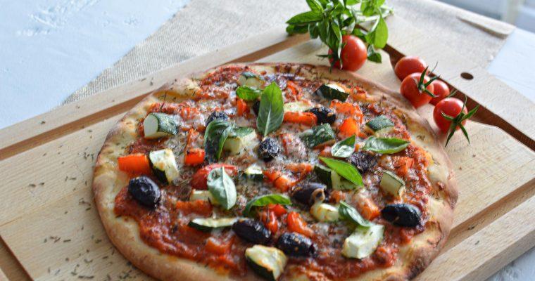 Pizza aux légumes et jambon de Parme