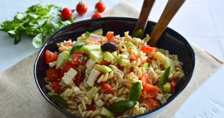 Grande salade de pâtes aux légumes