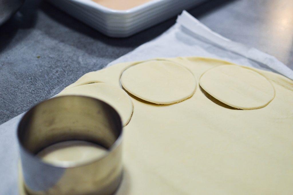 Découpage de la pâte feuilletée