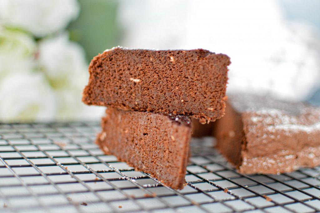 Gateau chocolat courgette à la vapeur coupé (