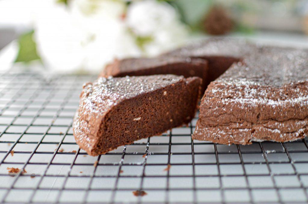 Gateau chocolat courgette à la vapeur coupé