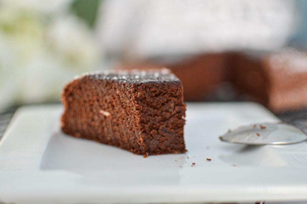 Part de Gateau chocolat courgette à la vapeur (13)
