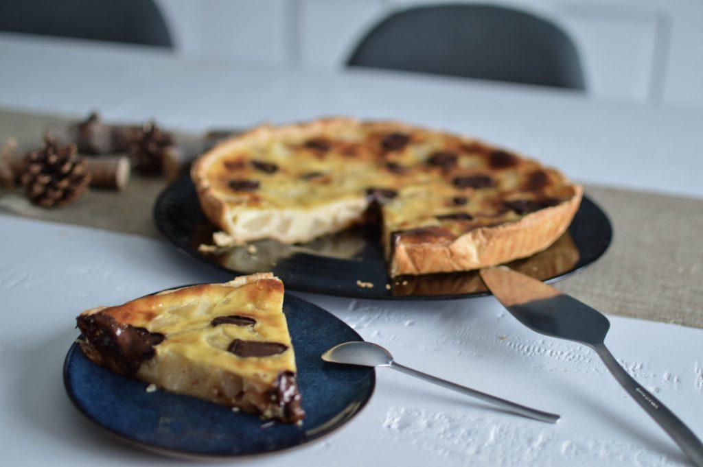 Part de tarte aux poires et au chocolat