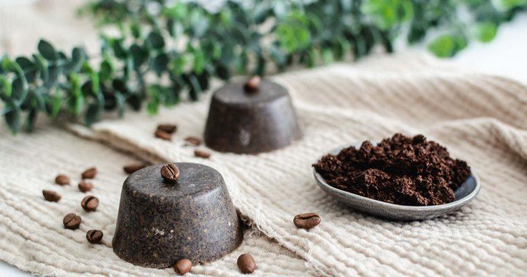 Gommage solide au marc de café avec seulement 3 ingrédients